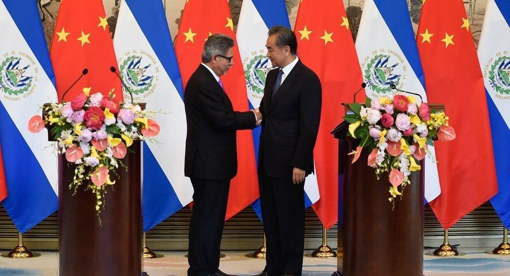 中國與薩爾瓦多建立外交關係