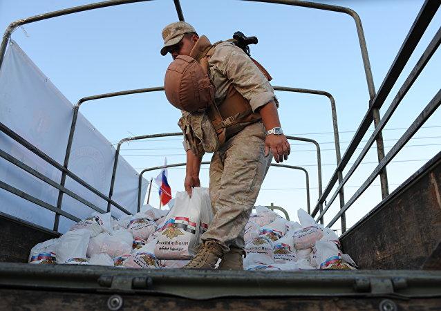 俄軍向敘利亞阿勒頗省北部城市提供人道主義援助
