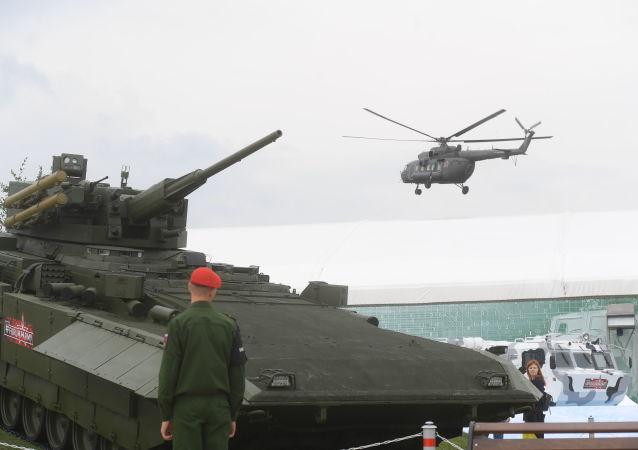 Перспективная российская боевая бронированная машина на базе универсальной гусеничной платформы «Армата» Т-15 на выставке «Армия России – завтра» в Кубинке