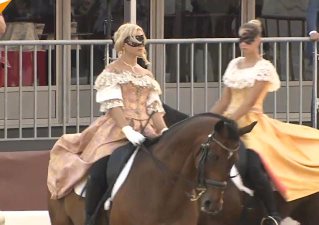 俄羅斯總統警衛團騎兵儀仗隊在「斯帕斯卡亞塔樓」國際軍樂節上表演(視頻)