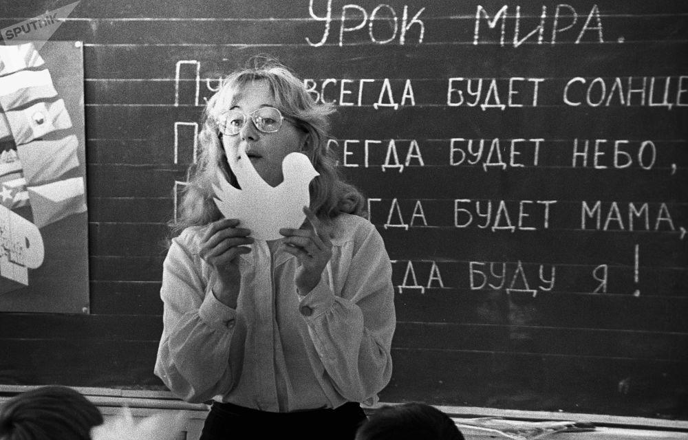 在伊爾庫茨克第39中學的和平課程,1986年。