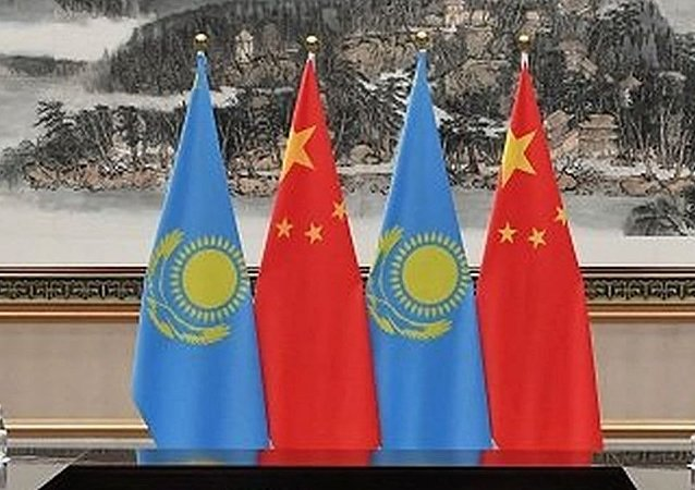 中國國旗和哈薩克斯坦國旗