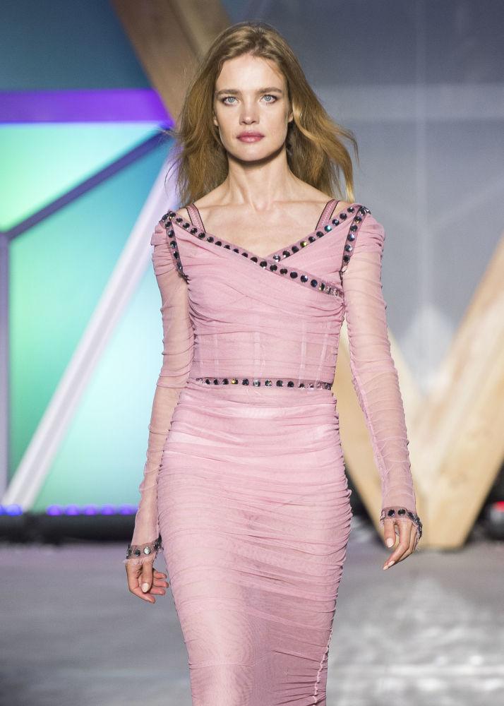 超模納塔利婭·沃佳諾娃在戛納Fashion For Relief 2018慈善秀上