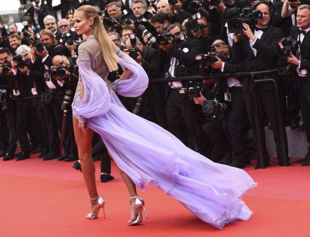 演員娜塔莎·波利在第71屆戛納電影節走紅毯。