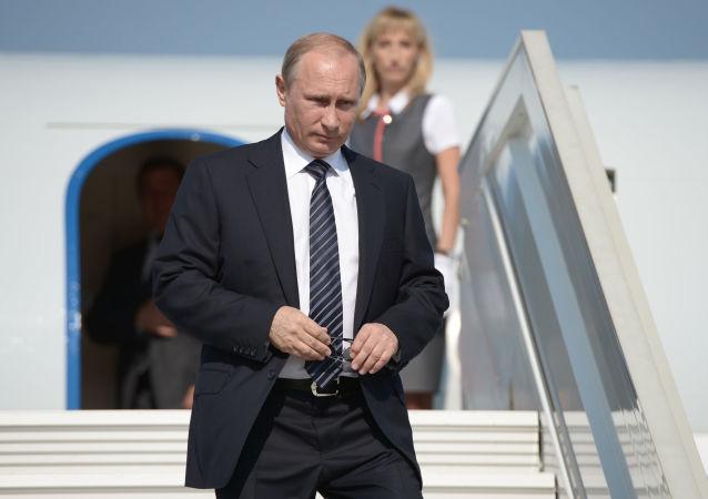 普京抵達杜尚別 將出席獨聯體峰會