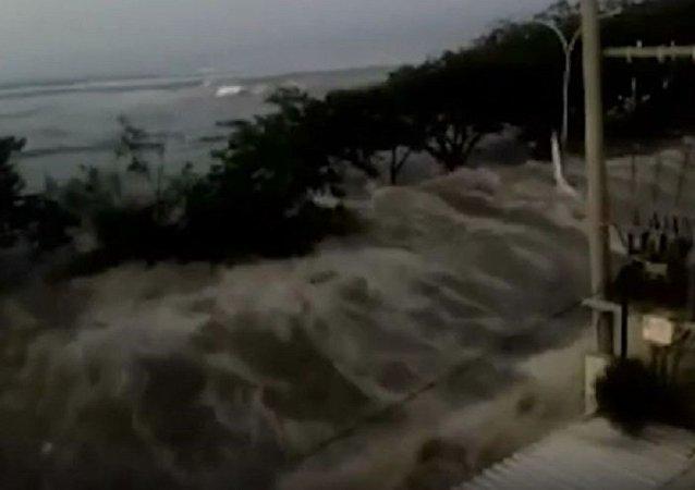 印尼地震後引發2米高的海嘯