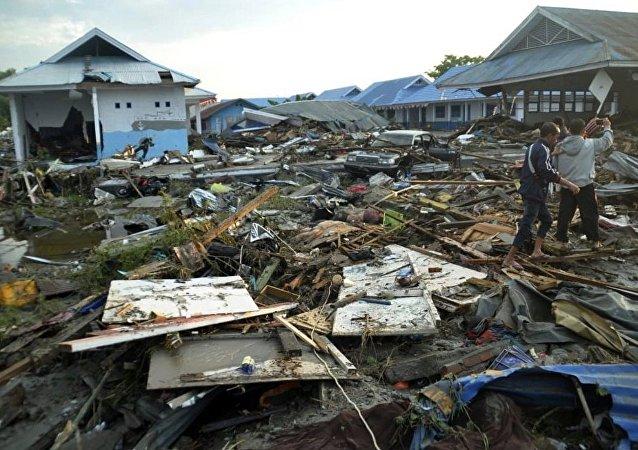 媒體:印尼地震和海嘯死亡人數升至832人