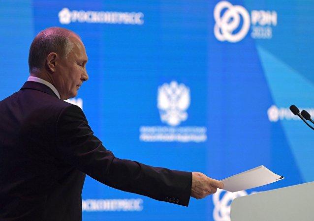 俄羅斯總統普京在「俄羅斯能源周」國際論壇全體會議上