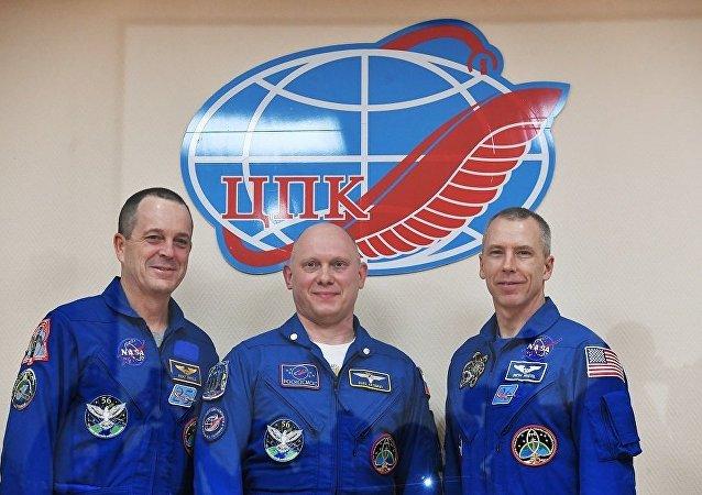 俄羅斯「聯盟」號飛船成功著陸 3名宇航員返回地球