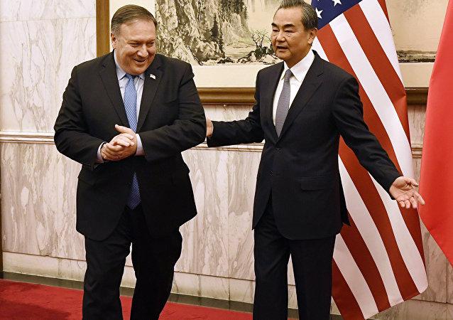 中國外長王毅與美國國務卿邁克•蓬佩奧