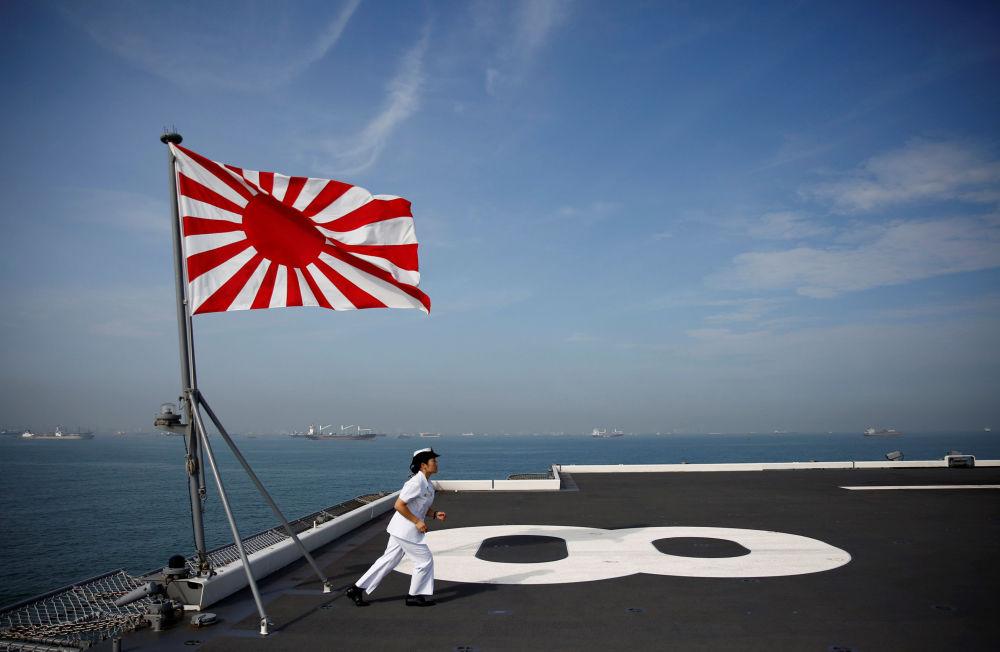 日本「加賀」號直升機母艦上的女兵
