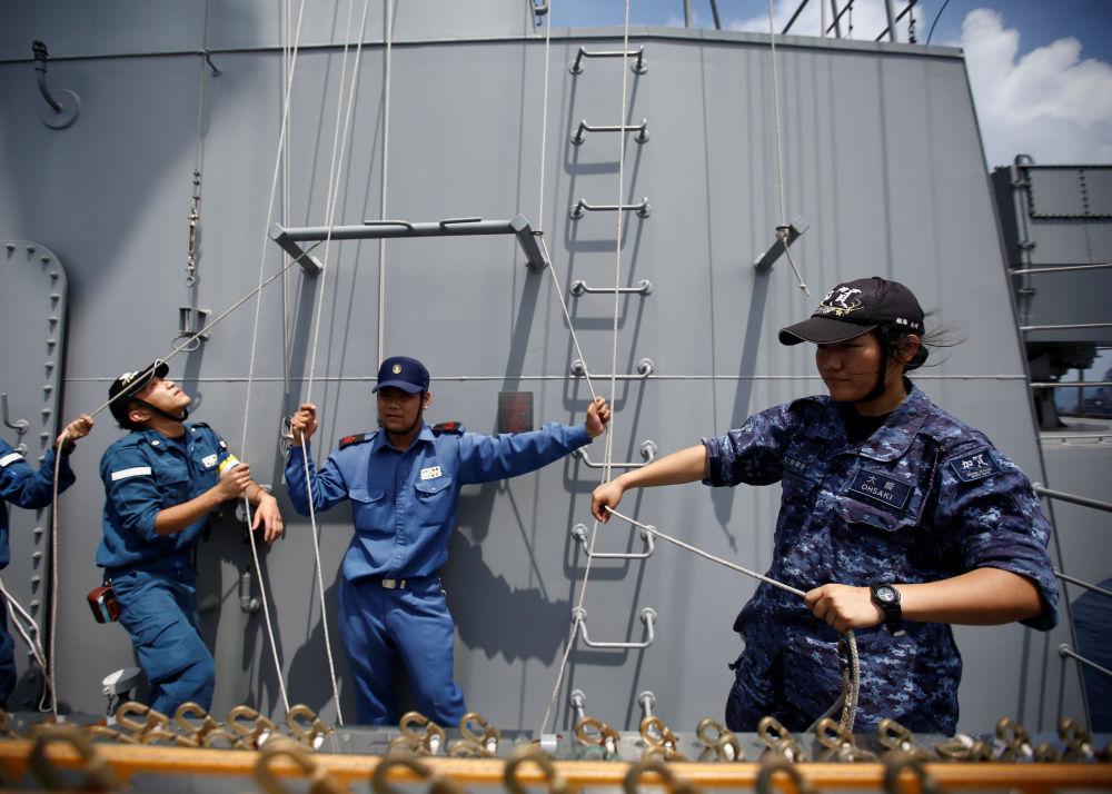 日本女兵:在航母服役的日常