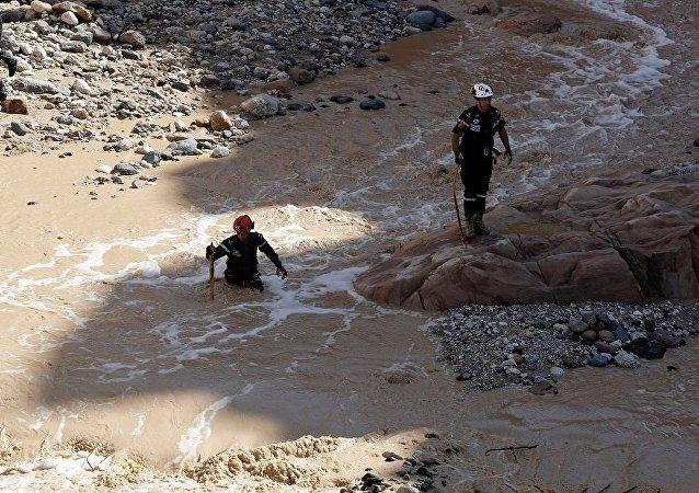 媒體:約旦結束在死海地區對泥石流失蹤者的搜救行動