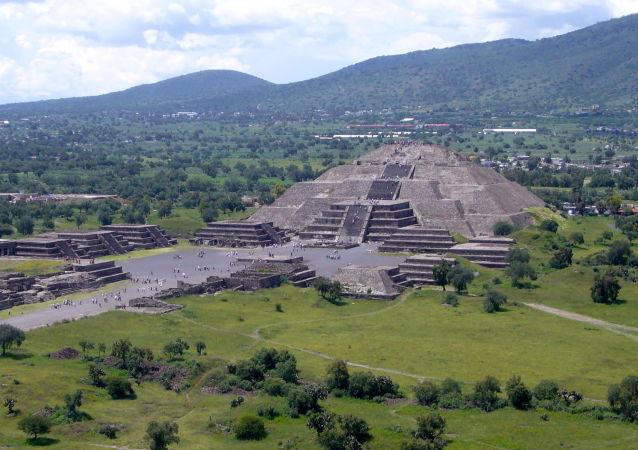 考古學家解釋中美洲金字塔來源