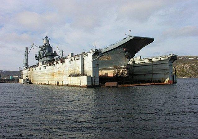 俄「庫茲涅佐夫」號航母船體在浮船塢事故後出現52處損壞