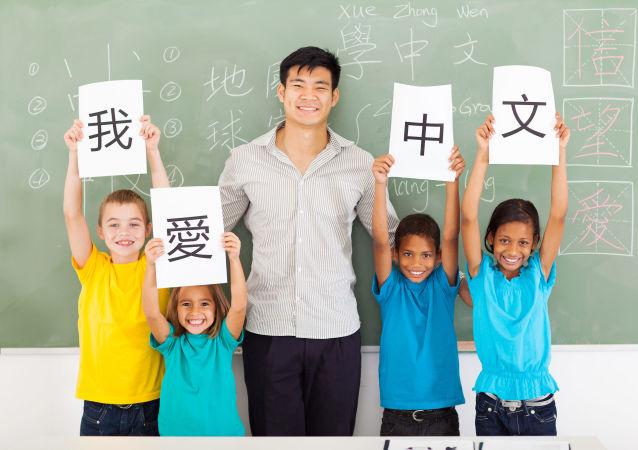 俄羅斯三歲男孩會說漢語等五門語言