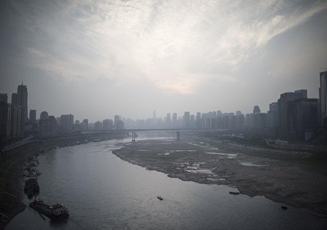 英國駐重慶候任總領事在景區救起落水女大學生