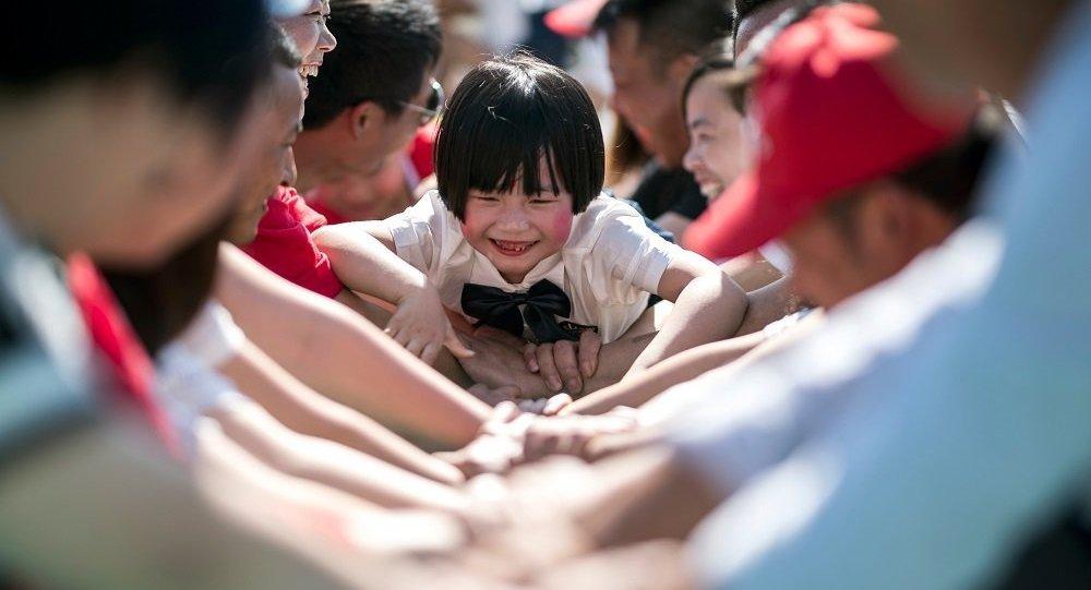 俄專家:中國將更為積極地修改人口政策