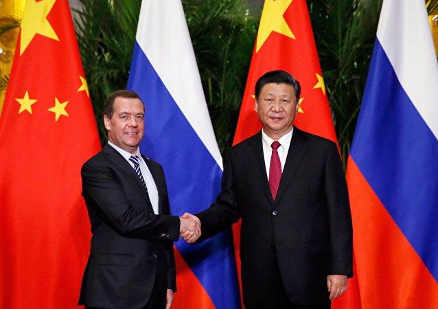 俄羅斯總理梅德韋傑夫5日與中國國家主席習近平舉行會晤