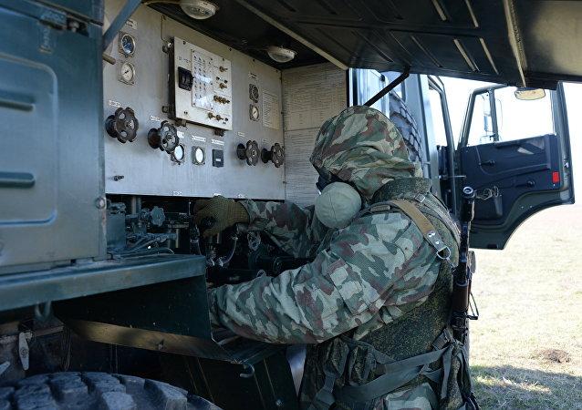 俄三防部隊副司令:三防部隊的新防護裝備類似太空服