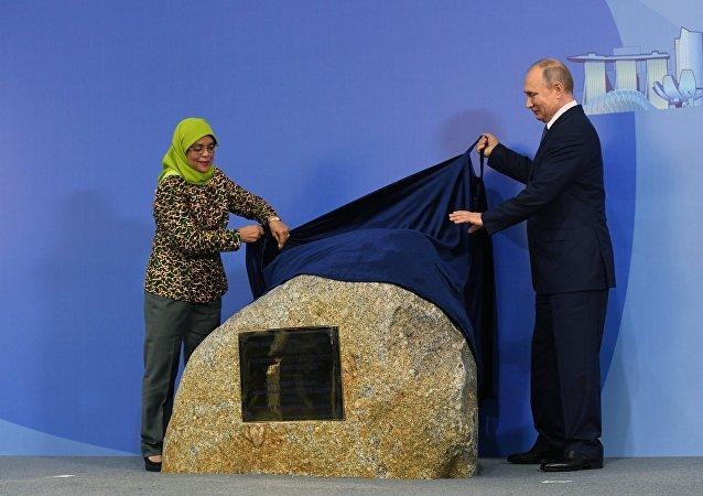 普京在新加坡出席俄羅斯文化中心的奠基儀式