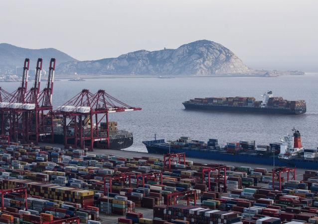 俄東方裝卸公司開啓與亞洲港口間海上定期新航線