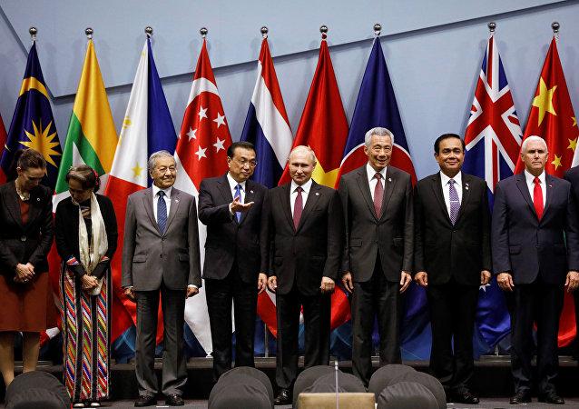 東亞峰會在新加坡開幕