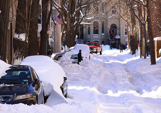 美國暴雪導致車禍斷電航班取消