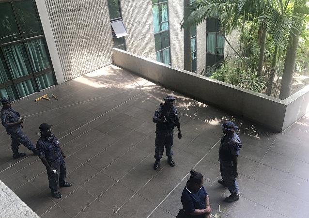 巴新警察衝擊議會大樓索要APEC峰會執勤津貼