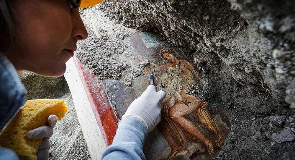 龐貝古城遺址現「麗達與天鵝」 壁畫
