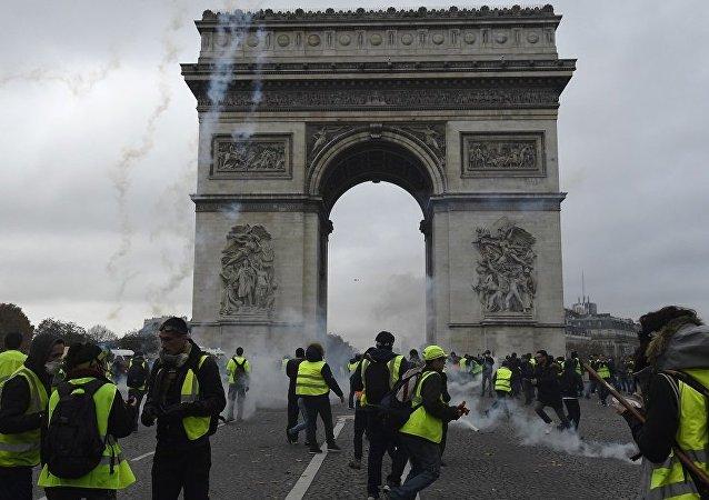 法國內政部長:各地抗議活動中有130人被拘