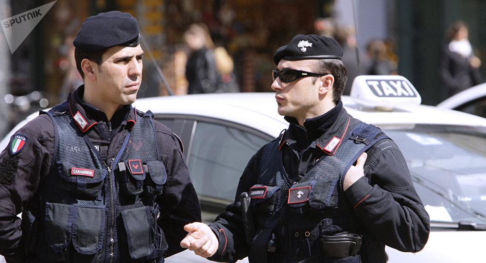 Полиция на одной из улиц Милана.