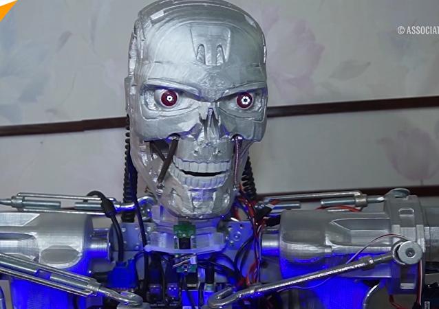 俄男子打造會說話的終結者T-800機器人
