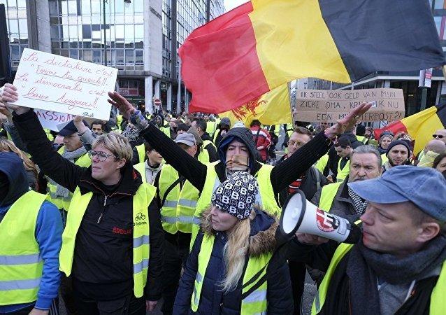 布魯塞爾出動特警驅散非法抗議人群