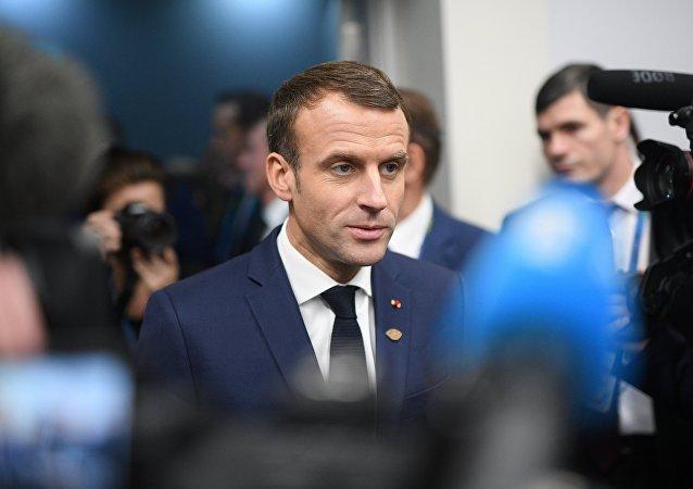 法國總統馬克龍譴責「黃背心」抗議期間的暴力行為並呼籲討論和對話