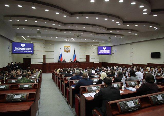 頓涅茨克人民共和國議會批准阿南琴科出任新總理