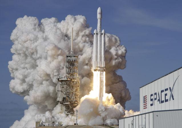「獵鷹9號」運載火箭搭載又一批「星鏈」衛星從佛州發射升空