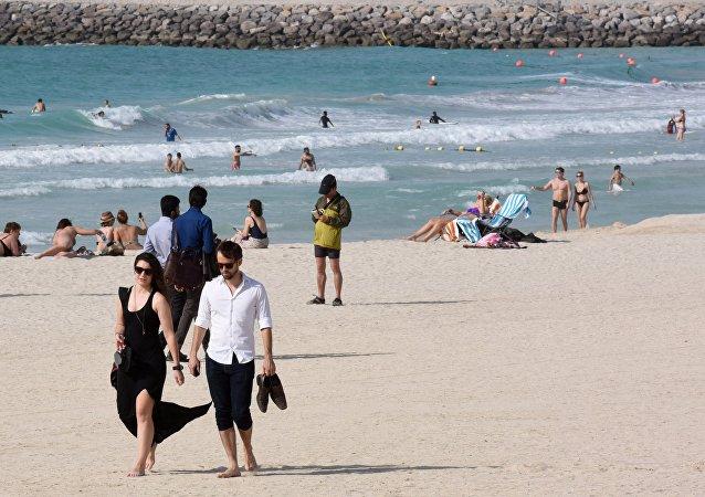 一名遊客在意大利因試圖運走沙子被罰款1000歐元
