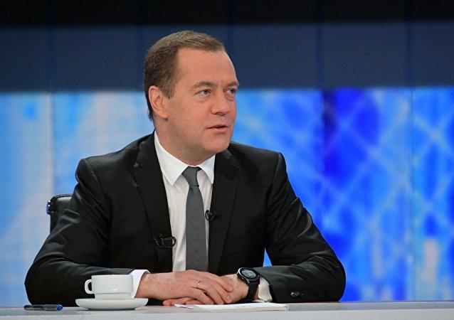 Премьер-министр РФ Д. Медведев подвёл итоги года в интервью пяти российским телеканалам