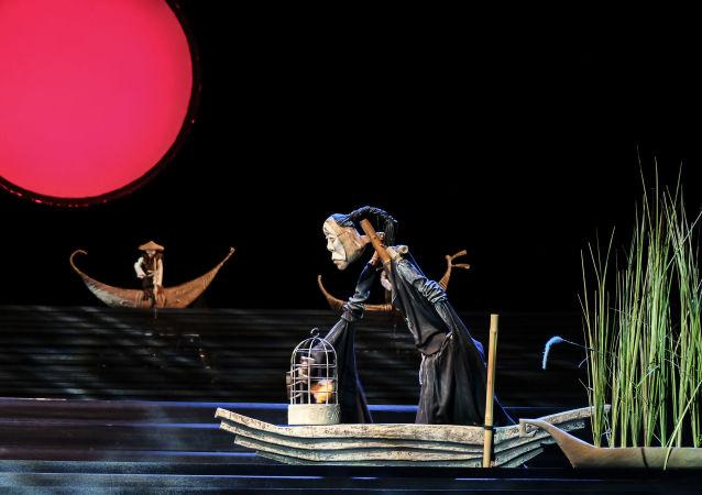 《圖蘭朵》在莫斯科木偶劇院節上表演