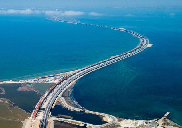 刻赤海峽大橋首次將克里米亞半島和俄羅斯大陸連接起來