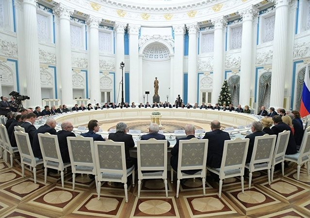 普京在與俄羅斯聯邦委員會及俄羅斯國家杜馬的代表們會面時