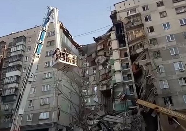 馬格尼托哥爾斯克倒塌房屋的居民爆炸後從窗戶跳下樓