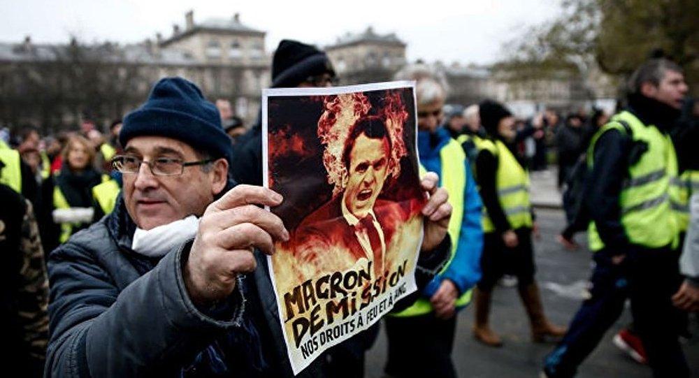 媒體:巴黎警方拘捕100余名「黃背心」抗議活動參與者