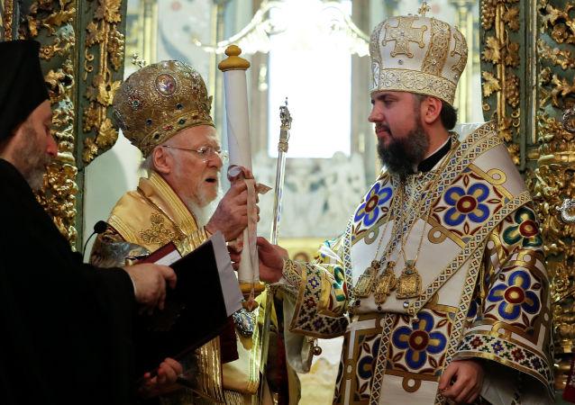 君士坦丁堡普世牧首巴塞洛繆一世向烏克蘭轉交有關承認新教會獨立的文件