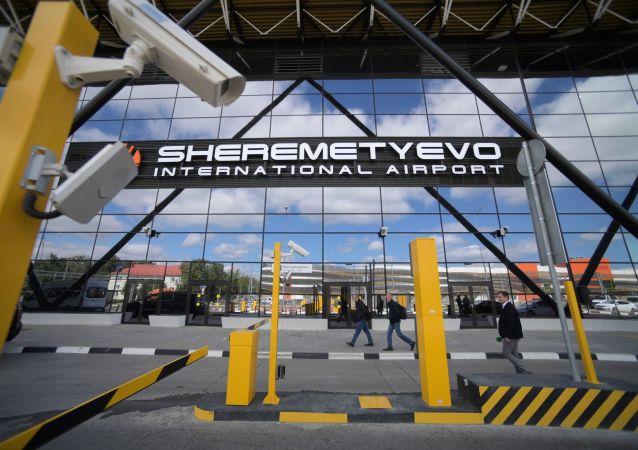 У терминала B международного аэропорта Шереметьево