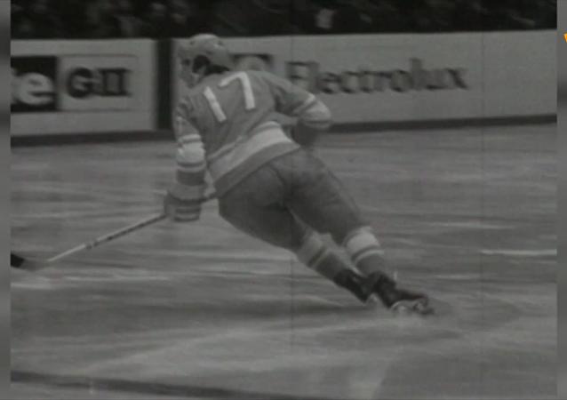 蘇聯冰球傳奇瓦列里·哈拉莫夫誕辰