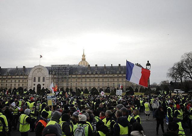 媒體:第21輪黃背心示威期間巴黎有43人被拘留