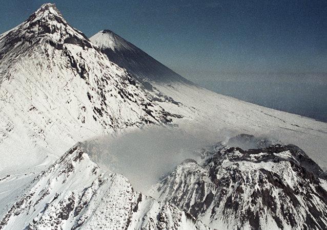 沈寂一年多的別濟米揚內火山在勘察加開始噴發