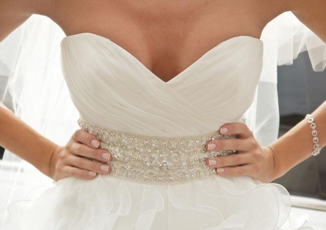 巴西女子嫁給自己
